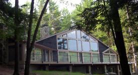 Modern exterior by Dakan Enterprises